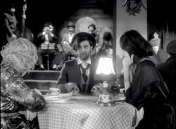 """Smiley a lansat videoclipul noii sale piese, """"Oarecare"""". Urmăreşte videoclipul tribut adus lui Charlie Chaplin – VIDEO"""