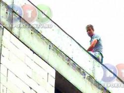 Constanța: Un bărbat a amenințat că se aruncă de la etajul 8 al unui bloc / A fost convins să coboare