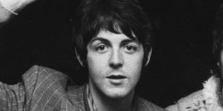 """Paul McCartney ar fi putut juca în serialul """"Friends"""""""