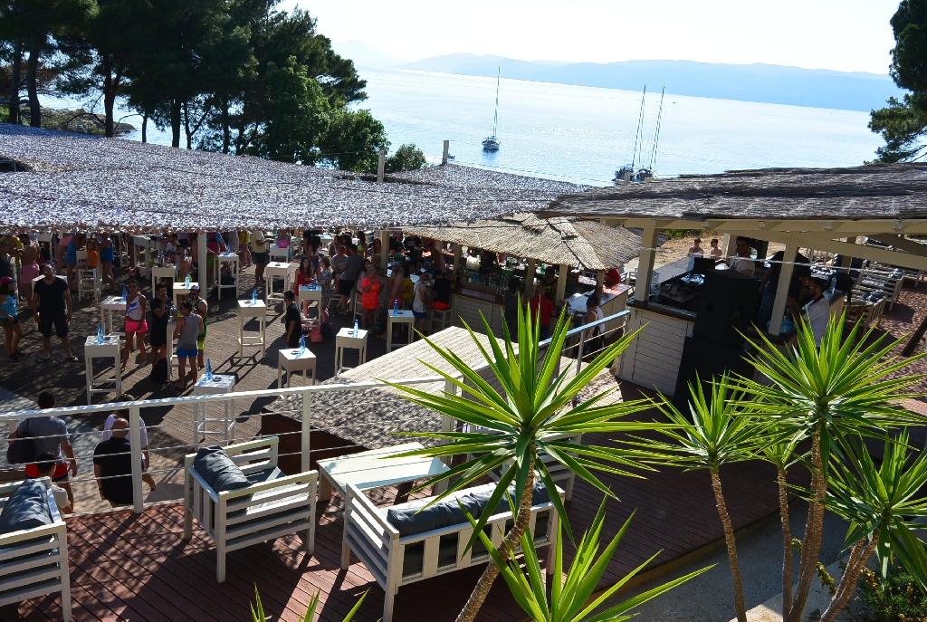 Bananistas - bar deasupra plajei in Skiathos - centru distractiei pe insula