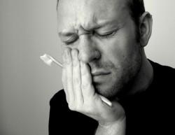 Abcesul dentar netratat poate pune viața în pericol