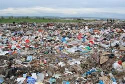 Eurostat: Românii nu reciclează și preferă gropile de gunoi pentru depozitarea deșeurilor
