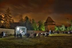 Turiştii pot dormi la Cetatea Râșnov într-un cort militar