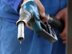 Prețul benzinei a scăzut în ultimul an cu 3,74%