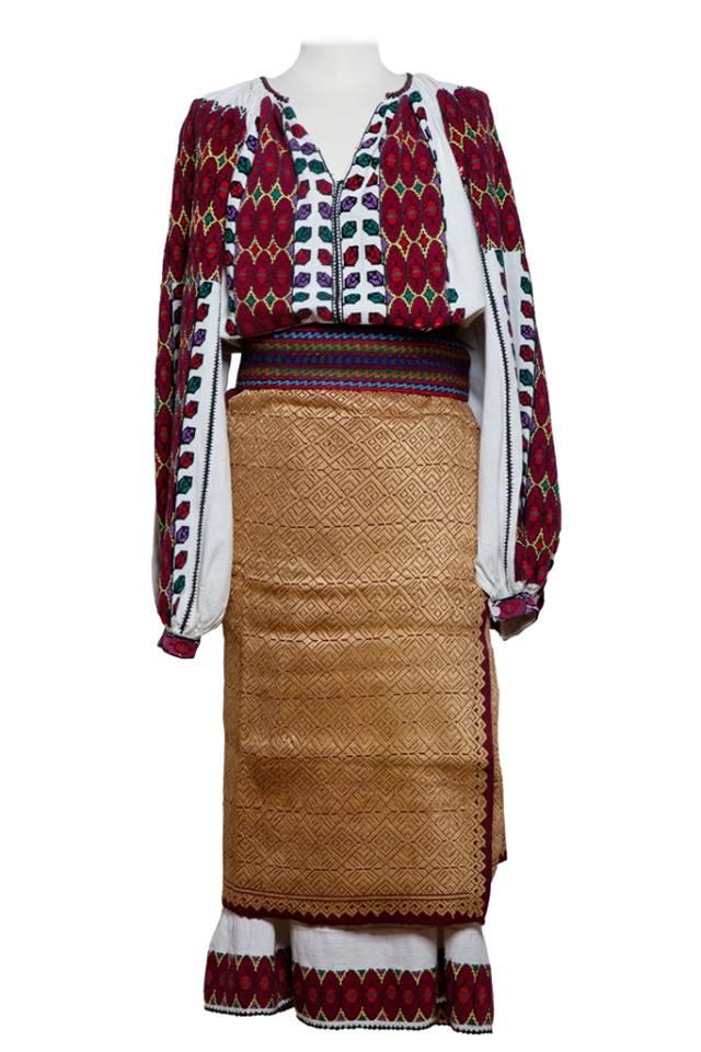 Piesa de costum popular romanesc  originara din zona Muscel