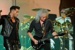 Cine este Adam Lambert şi cum a reuşit să colaboreze cu legendara trupă Queen – VIDEO