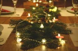 Idei simple pentru decorarea remarcabilă a mesei de Crăciun