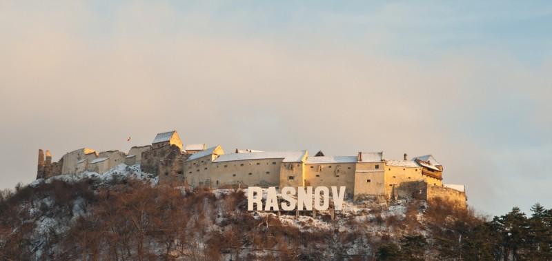 Cetatea Rasnov 2 shutterstock