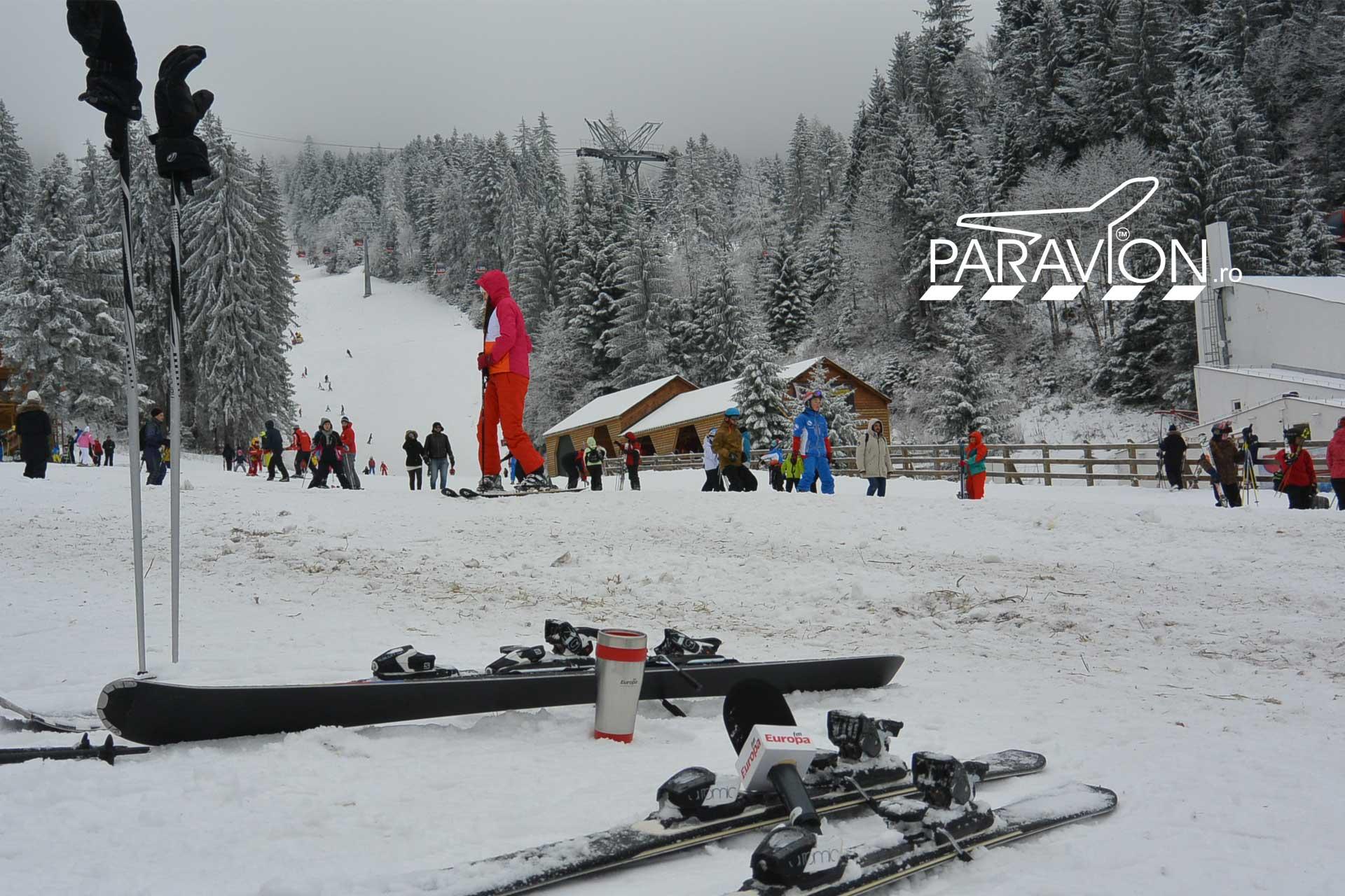 La-munte-iarna-pe-schiuri-paravion