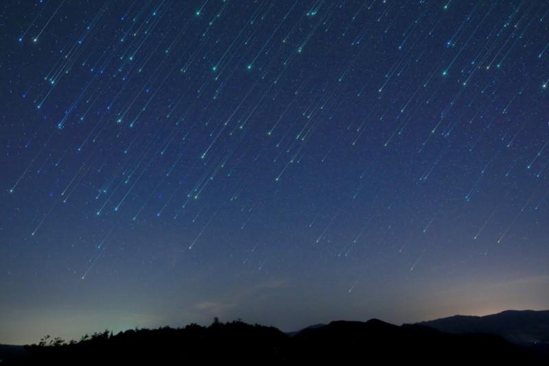 ploaie de meteori shutterstock