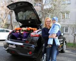 Multe flori aduse ascultătoarelor Europa FM cu Nissan Juke – VIDEO