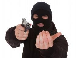 Jaf la o bancă din Arad: Banii furați, aruncați la o ghenă de gunoi. Pistolul era de jucărie
