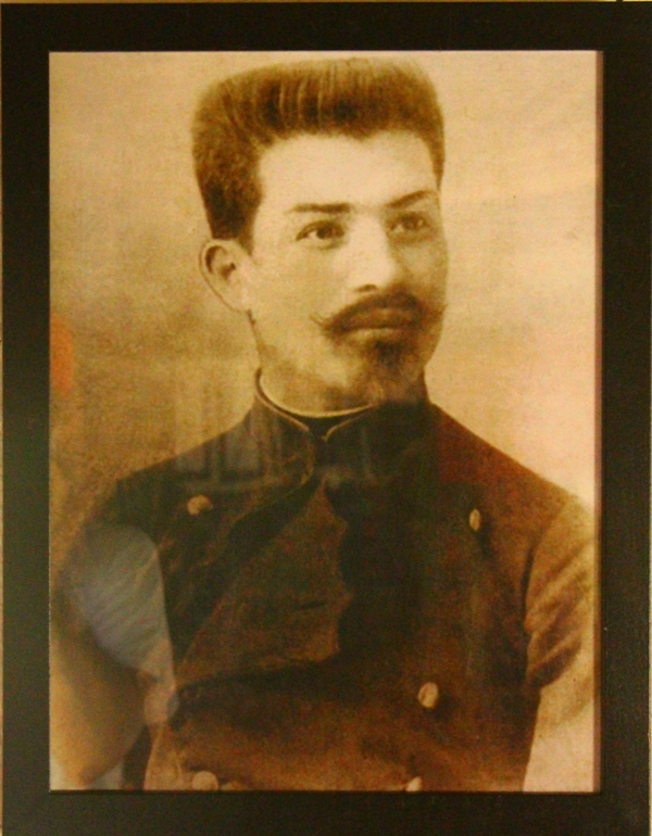 brancusi la 18 ani in uniforma scolii de arte si meserii din Craiova