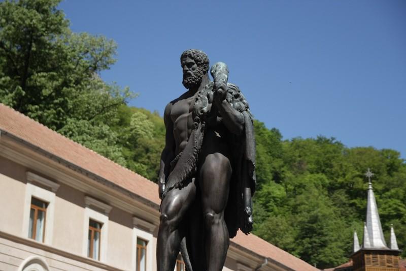 statuie hercules