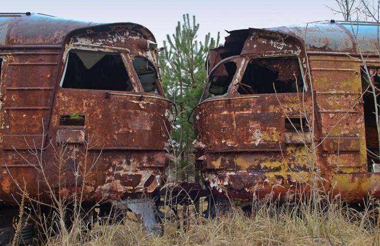 trenuri ruginite si abandonate