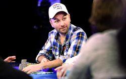 """Daniel Negreanu, omul care a făcut 30 de milioane de dolari din poker își dezvăluie secretele despre cum """"citește"""" oamenii  – VIDEO"""