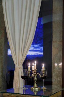 Răsfăț de nobil. Cât costă cazarea într-un castel-hotel din România?