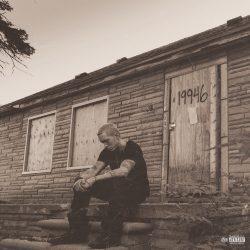 Eminem vinde cărămizi şi fragmente de lemn din casa în care şi-a petrecut copilăria