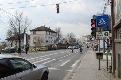 Apariția culorii verzi a semaforului are semnificații diferite de la oraş la oraş