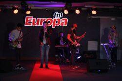 """Propunerea săptămânii din Europa Top Hit: Les Elephants Bizarres – """"Roşu Neon"""""""
