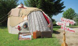 """Sibiu: """"Călătorii imaginare"""" într-o cabină senzorială.Festivalul internațional de Teatru, ziua a VI-a"""
