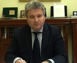Butoni de aur, icoană de argint, prafum și cravată – mita primită de rectorul Universității Oradea
