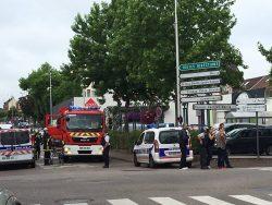Franța: Luare de ostatici într-o biserică din nord-vestul țării. Atacatorii au fost uciși