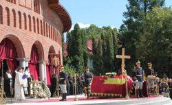 Curtea de Argeș: Aproape 10.000 de oameni au participat la funeraliile reginei Ana