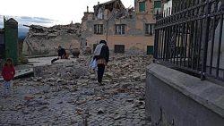 Premierul Dacian Cioloș și ministrul Muncii, Dragoș Pîslaru, în Italia, alături de românii afectați de cutremur