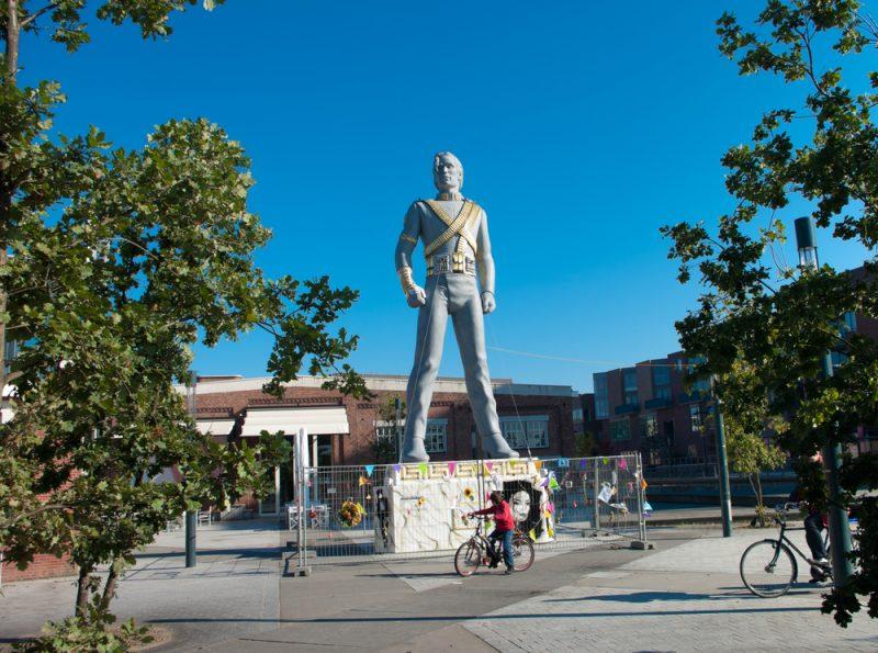 Statuia lui Michael Jackson folosita pentru History-tour din 1995 in timpul unei expozitii publice dupa moartea artistului_65170024