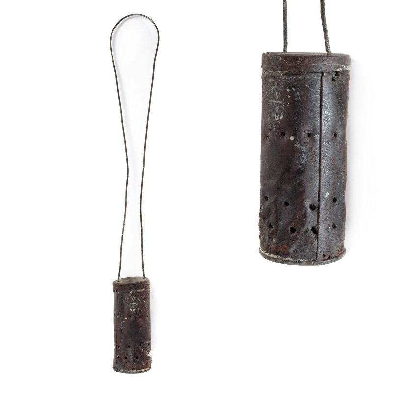 cadelnita-lui-constantin-brancusi-obiect-creat-de-sculptor-si-utilizat-in-atelierul-din-impasse-ronsin