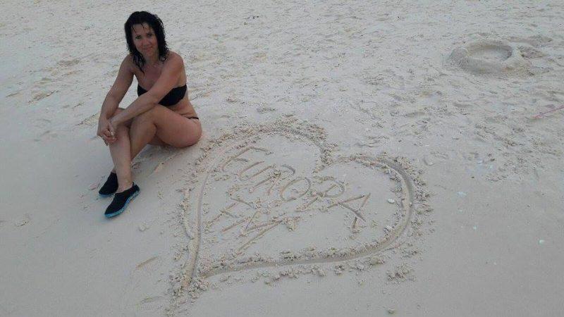 claudia-si-inima-europa-fm-pe-nisip