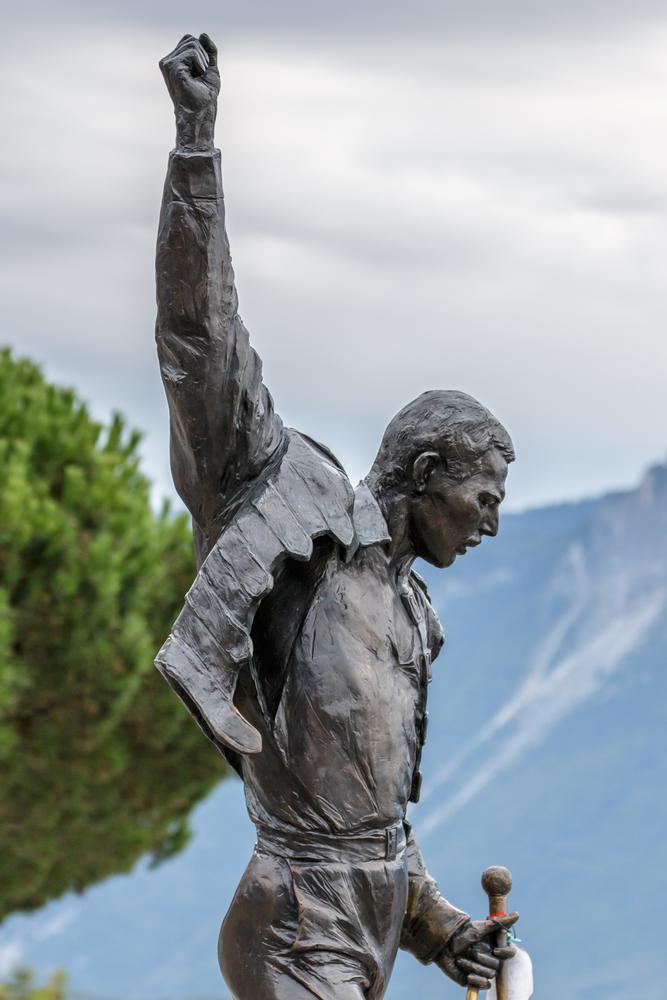 """Statuia lui Freddie Mercury care adună fanii din toată lumea pentru """"Freddie Mercury Montreux Memorial Day"""" - GALERIE FOTO"""