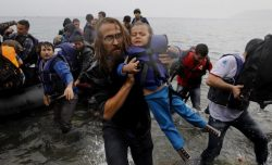 Epava vasului cu migranți naufragiat în Mediterană, scoasă la suprafață