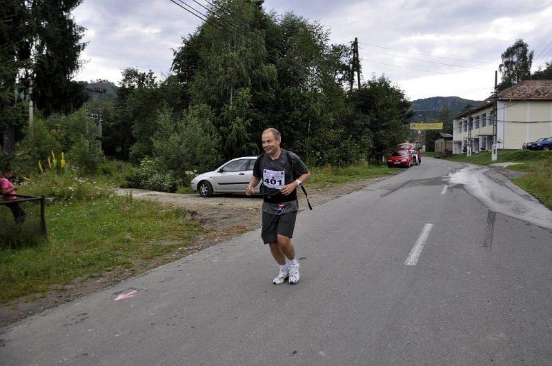 poveste maraton - Radu din TeamHospice alergand pe strazi