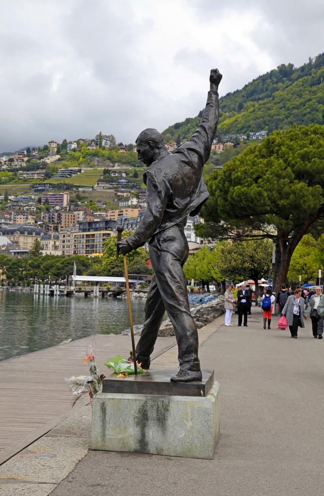 statuia lui Freddie Mercury de pe malul Lacului Geneva_168504059
