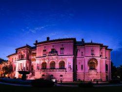 Palatul Cotroceni, iluminat în roz pentru a marca Ziua Internaţională de Luptă Împotriva Cancerului de Sân