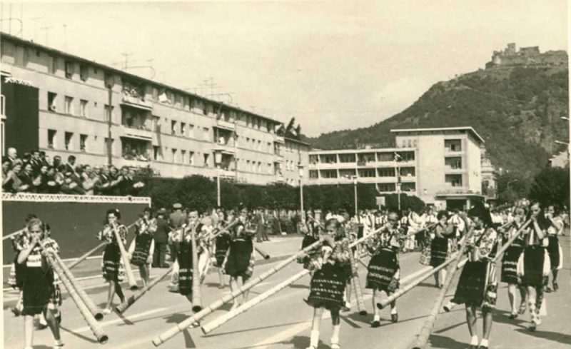 23-august-1969-batalionul-din-brad-a-deschis-marea-parada-militara-de-la-deva