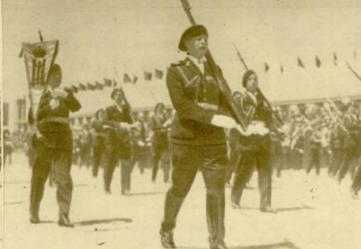 printul-mostenitor-mihai-defiland-alaturi-de-elevii-liceului-militar-manastirea-dealului-in-1935