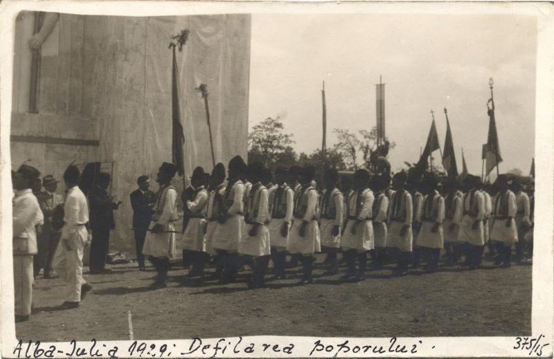 serbarile-unirii-alba-iulia-1929-defilarea-arcasilor-bucovinei