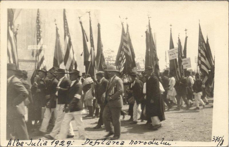 serbarile-unirii-alba-iulia-1929-defilarea-delegatilor-societatilor-romanesti-din-sua