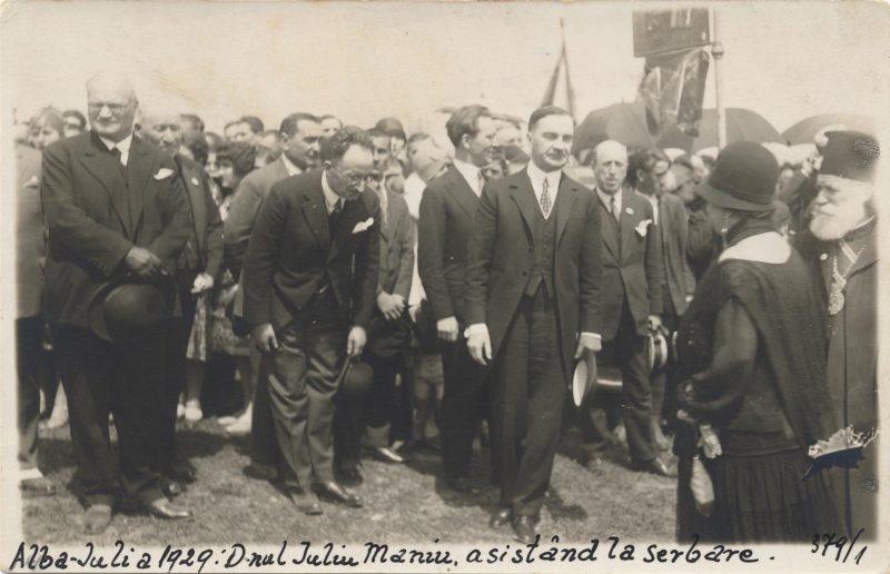 serbarile-unirii-alba-iulia-1929-iuliu-maniu-in-multime-inconjurat-de-colegii-sai-de-partid-si-de-guvern