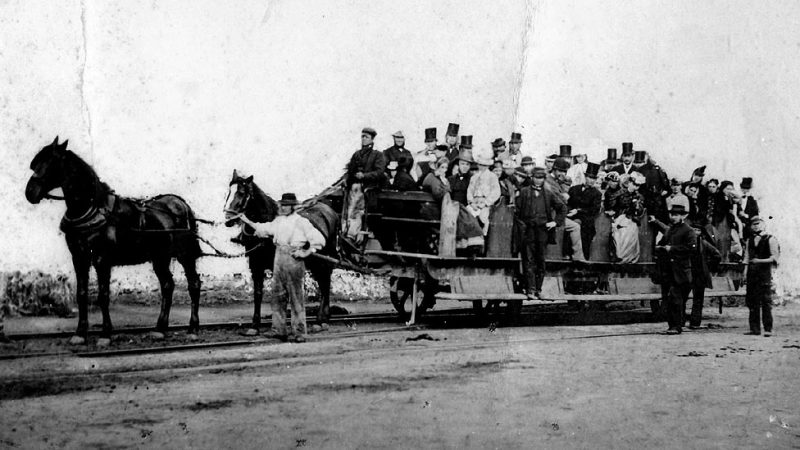 tram_on_the_swansea_and_mumbles_railway_in_wales-1807