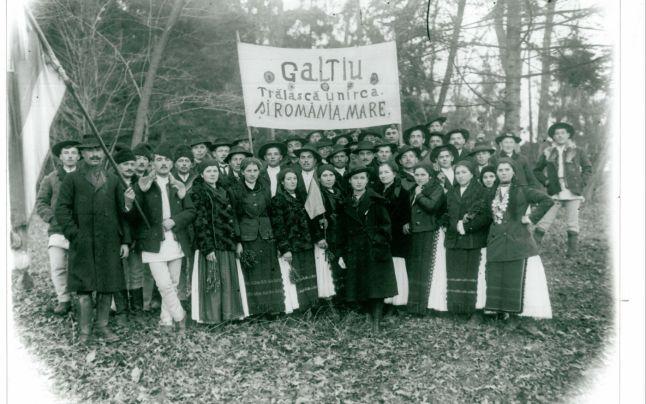 consateni-de-ai-fotografului-in-drum-spre-alba-iulia-1918