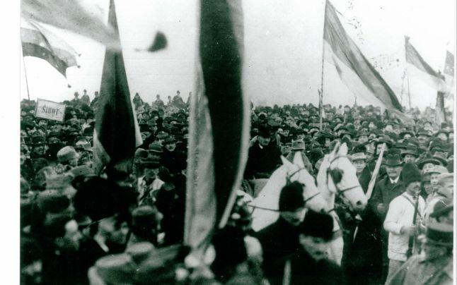 participanti-la-marea-adunare-alba-iulia-1918