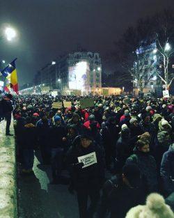București: Peste 20.000 de oameni au protestat față de legea grațierii și modificările propuse la Codul Penal – VIDEO FILMUL EVENIMENTELOR