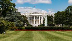 Casa Albă amână publicarea unui nou ordin privind interdicţia de călătorie pentru cetăţenii a şapte ţări