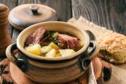 Rețeta lui Adi Hădean: Ciorbă de cartofi cu afumătură