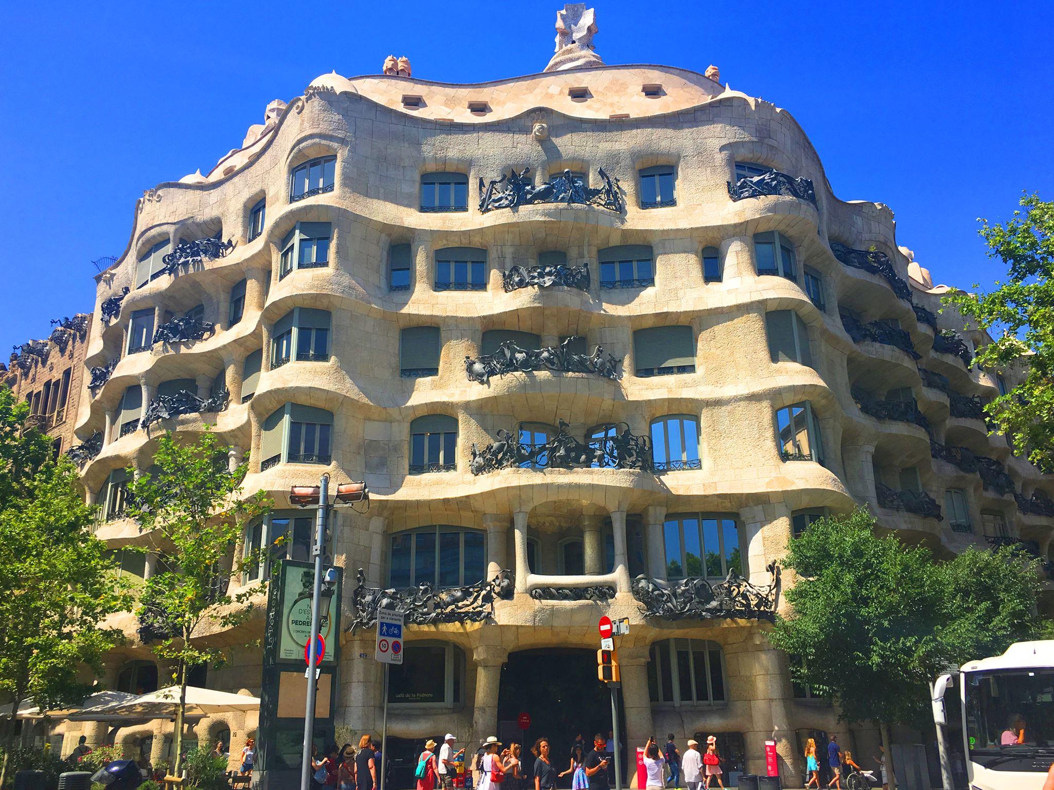 Casa mil la pedrera natur sub form de cl dire - Natura casa barcelona ...