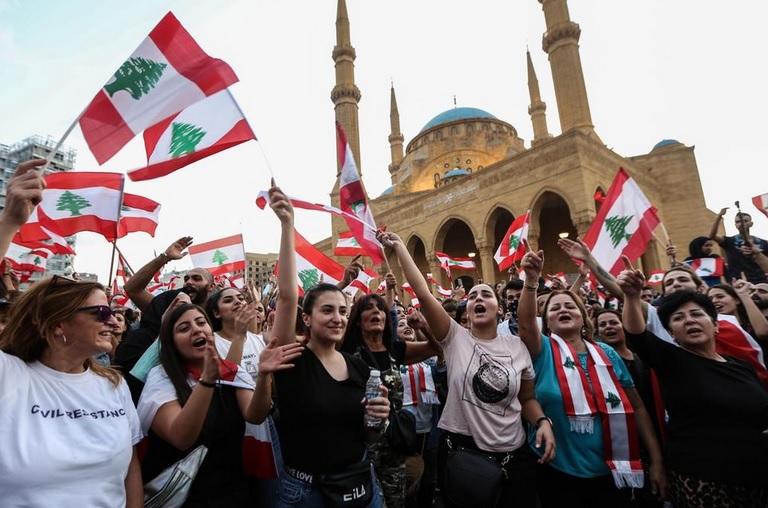 Femeie Feminin Liban)
